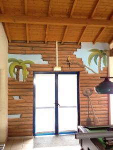 fresques murales d cor peint sur fa ade peinture murale chambre salon trompe l 39 oeil. Black Bedroom Furniture Sets. Home Design Ideas